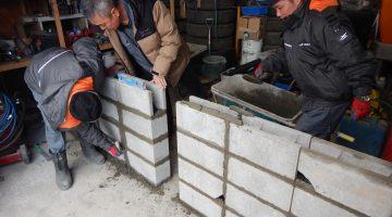 外国人研修生のブロック積み練習